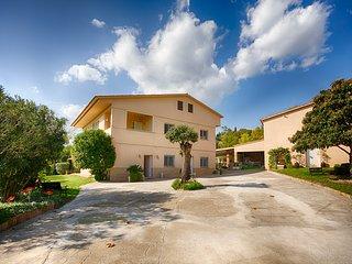 Casa DORMESTANY con capacidad para 24 personas y jardín de 15.000 m2.
