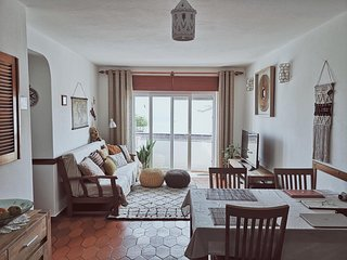 Beautiful 1-BR Apartment in Praia da Luz (monthly rental only)