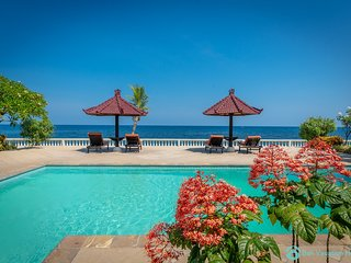 Beachfront Villa Lovina 8P, Pool, BBQ, Staff