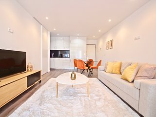 Savory Yellow Apartment, Sete Rios, Lisbon !New!