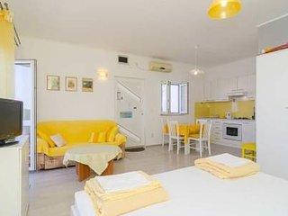 Apartments Ingrid- Studio Apartment with Balcony