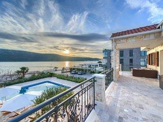 BeachFront Villa Calm Sea