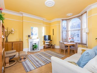 CENTRAL HOVE APARTMENT WITH SUNNY TERRACE