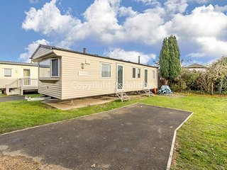 8 berth spacious dog friendly caravan near Great Yarmouth in Norfolk ref 10004G