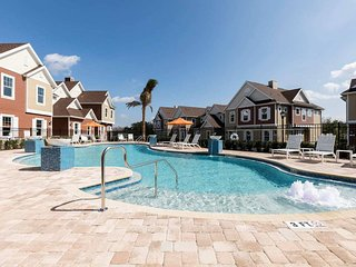 3 Min Drive from DISNEY NEW HOME FREE JACUZZI AND HEATED POOL COM/MUNITY