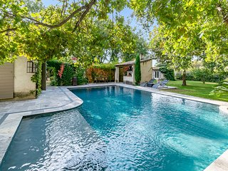 Rustical villa with swimming pool, jacuzzi and garden by easyBNB