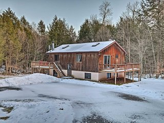Jewett Cabin w/Viewing Deck - 10 Mins to Skiing!