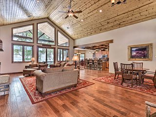 NEW! Show Low Luxe Cabin w/Forest Views + Fire Pit