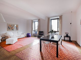 Spacious 1bdr w/balcony in the heart of Milan