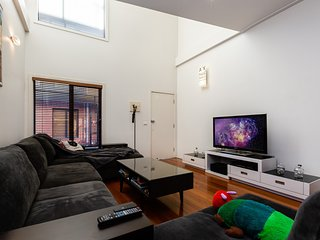 Cool Multi-level Collingwood 2BDR + Study