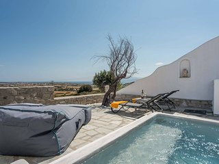 Villa Elpida . 3-bed villa with stunning sea views, plunge pool