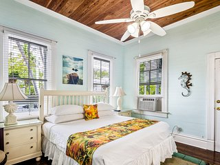Cozy ground-floor suite in historic home w/ shared pool - close to boardwalk!