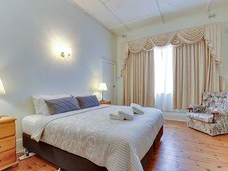 Central Glenelg Maisonette | Park Views | WIFI | Laundry