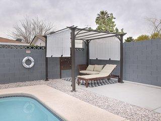 Vegas Oasis Getaway (Sleeps 10) w/ pool, 15 min to Strip/  & Red Rock