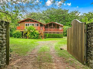 Your very own tropical paradise!  Mountain Views, short walk to the beach