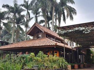 D'Palm Villa Caringin