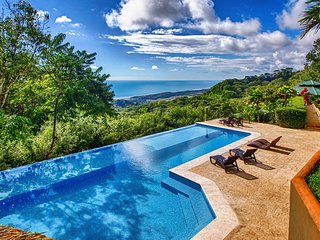 Villa Tres Colinas- Ocean Views, Pool, 15min to Dominical Beach!!