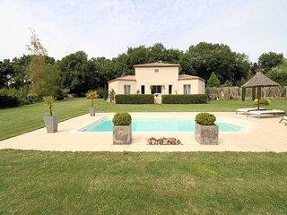 entre Alpilles y Camargue, villa con piscina y parque, en Entressen