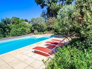 Casa de vacaciones en Sanary-sur-Mer, piscina privada, a 350m de la playa