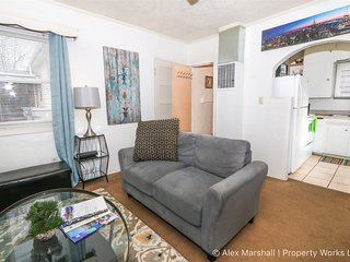 Charming Bungalow Close To BSU and Downtown