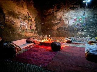 Authentic Bedouin cave 5 min walk from Little Petra park entrance