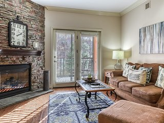 Elegant family condo right downtown w/ fireplace & shared hot tub/pool!