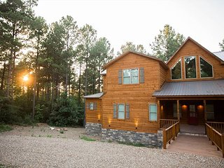 New! Spacious! Party of Five Lodge! 5 Bdrms;4.5 Bths; Game Room; Hot Tub;Deck
