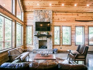 Brand New! Secluded! Pinot in the Pines;3 Br;3.5Bath;Loft; Bunk Room; Hot Tub