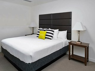 Vibrant Stay Alfred at Arapahoe Square