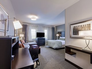 Easy Access to Convention Center | Free Breakfast + Outdoor Pool