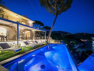 Luxury Villa Ibiscus 1 with Infinity Private Pool, Sea View, Over the Sea, Parki