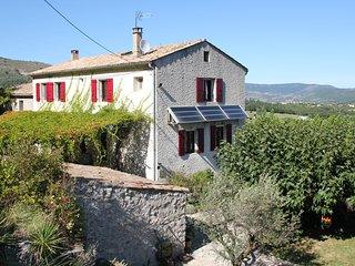 Grande maison familiale avec piscine en Ardèche