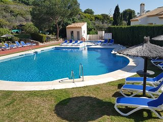 Monte Duquesa 'Las Olivas' Penhouse Holiday Apt - Close to beach & port.