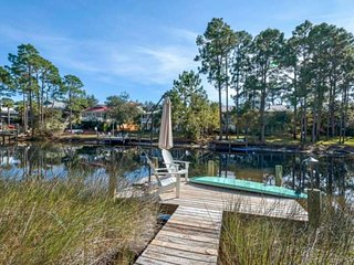 Charming Updated Beach Cottage on Eastern Lake/Free Paddle board & Kayak/Paddle