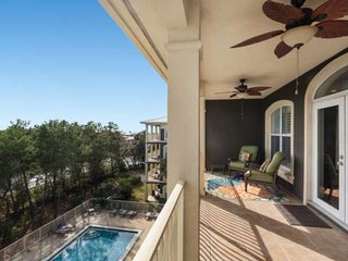 Beautiful Top Floor 30A Condo - Short Walk to Private Beach Access - Community P