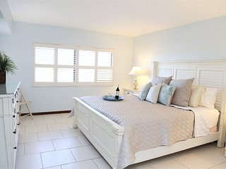 **Stunning Sandcastles Unit - 1200 sqft, Ocean View **