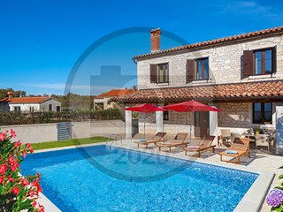 Nice home in Pula w/ Outdoor swimming pool and 2 Bedrooms (CIC949)