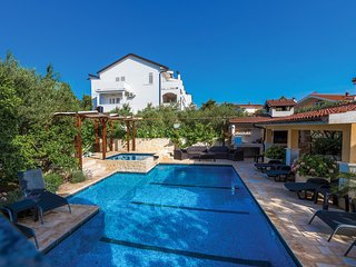 Beautiful home in Brodarica w/ WiFi and 4 Bedrooms (CDV950)