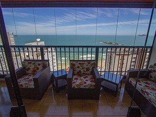 Apartamento com vista para o mar a uma quadra da praia
