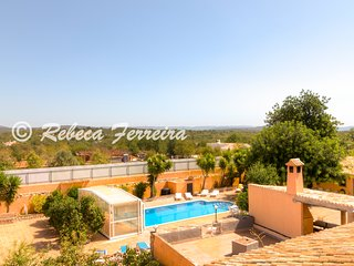 CountryVilla- 7 bed villa, private heated covered pool, A/C and snooker