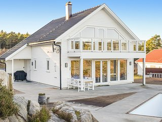 Beautiful home in Grimstad w/ Outdoor swimming pool, Sauna and 3 Bedrooms (NAS07