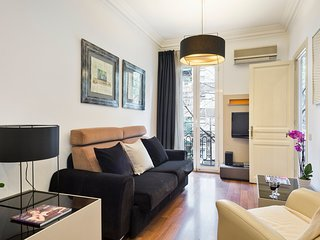 Warm & cosy apartment close to Sagrada Familia