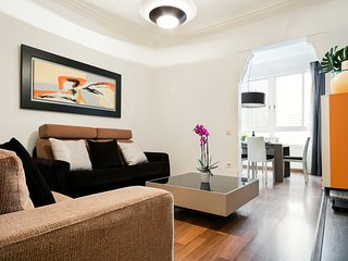 Lovely apartment up to 6 people in Eixample