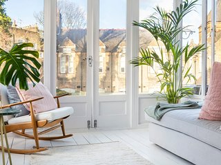 Beautiful 1-Bed Apartment w/Sunroom in Camden Town