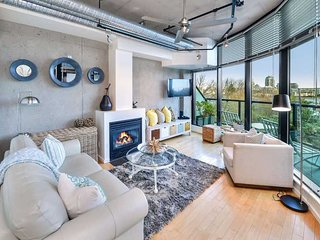 Victoria Inner Harbour Executive 1 Bedrooom Condo
