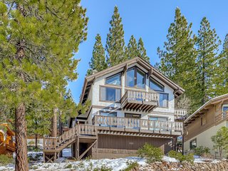 Stunning dog-friendly home w/shared hot tub & pool & beach access - close to ski