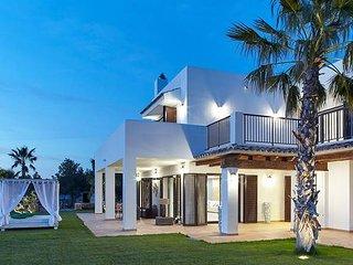 Luxury Private 5 Bedroom Villa Sleeps 10-12 Guests