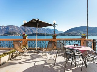 Cozy lakefront apartment with a spacious terrace, lake views & free WiFi!
