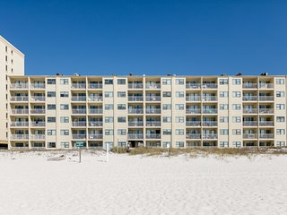Beachfront condo w/shared outdoor pool and stunning beach & Gulf views