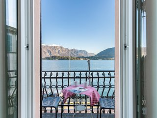 Comfortable apartment with beautiful lake & mountain views and free WiFi!